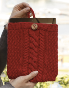 knitted-tablet-bag